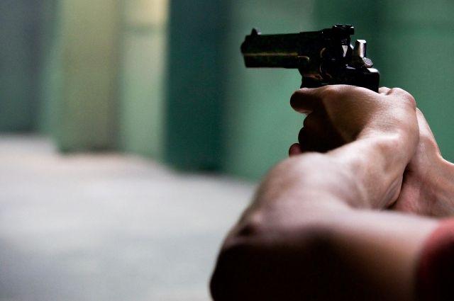 Неизвестные обстреляли ребенка из пневматики. Произведено три выстрела. Две пули застряли в толстовке, одна попала в щеку.