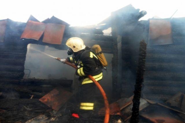 Что послужило причиной пожара в жилом доме, сейчас выясняют правоохранители