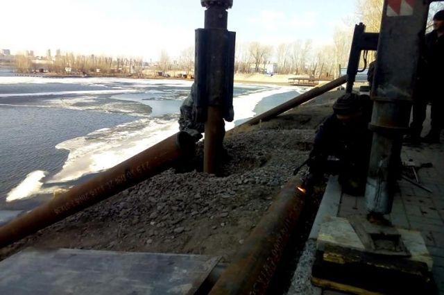 Специалисты приступили к восстановлению последней водопропускной трубы.