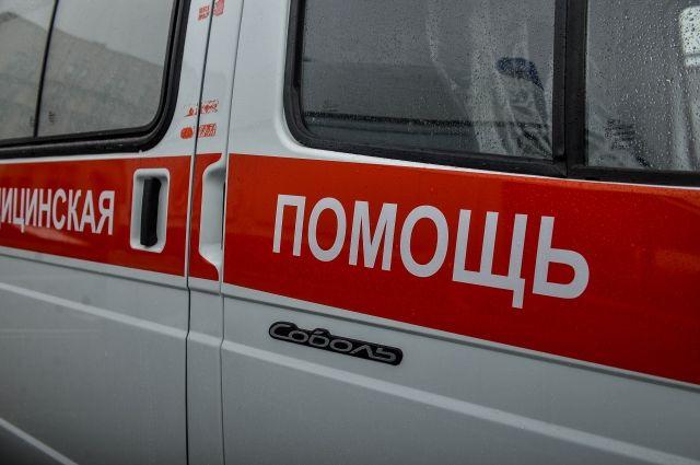 Женщина получила травмы, её увезли в больницу.