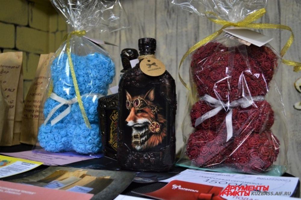 Все желающие могли поучаствовать в лотерее и выиграть приз – мишек из фоамирана, маникюр, собачьи вкусняшки, картины и даже сертификат на татуировку.