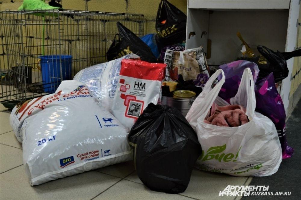 В рамках акции работал сбор помощи мини-приюту «Маячок».
