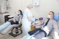 После прохождения медицинского обследования 10 доноров было допущено до процедуры