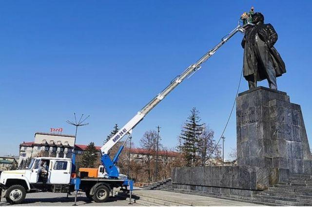 Мойка Ильича открывает сезон очистки городских скульптур.