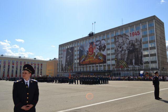Будет организована трансляция парада и прохождения военной техники.