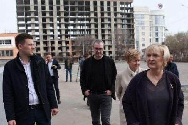 Реконструкция стадиона средней школы №45 - на контроле Ольги Медведевой.