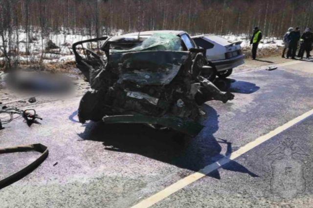 Все пострадавшие скончались на месте аварии.