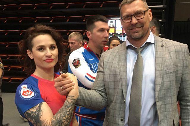 Екатерина Афонина сбилась со счёта, сколько раз выигрывала чемпионаты мира и Европы, тренируясь у Сергея Гончарова (на фото справа).