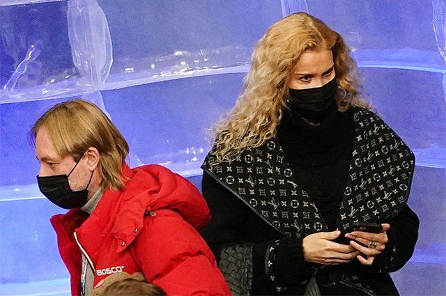 Тренеры Этери Тутберидзе и Евгений Плющенко во время тренировки спортсменов перед соревнованиями чемпионата мира по фигурному катанию в Стокгольме.