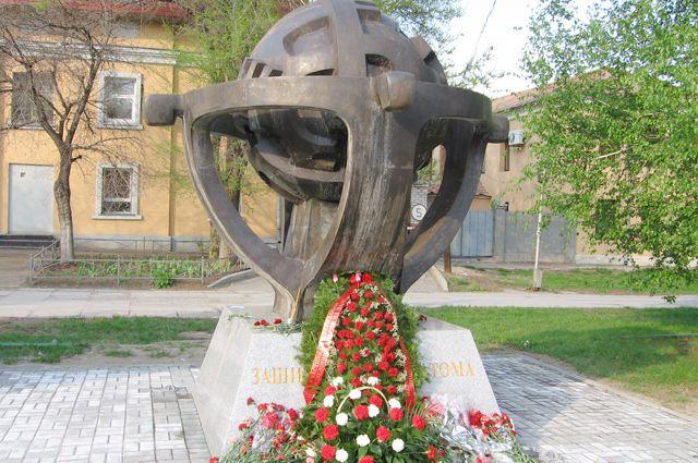 У памятника «Защитившим от атома» ликвидаторы аварии на ЧАЭС встречаются ежегодно 26 апреля.