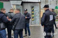 В Херсонской области на взятке поймали чиновника миграционной службы