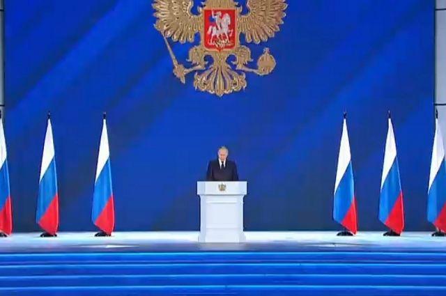 Путин поручил предусмотреть новые детские выплаты