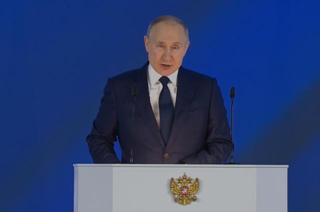 Путин поручил в полном объёме оплачивать больничные по уходу за ребёнком