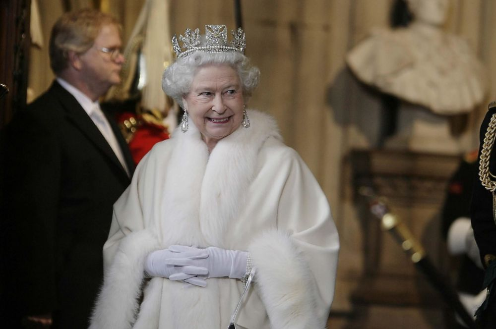 Королева Елизавета II уходит в Палату лордов после своей речи, 2008 год