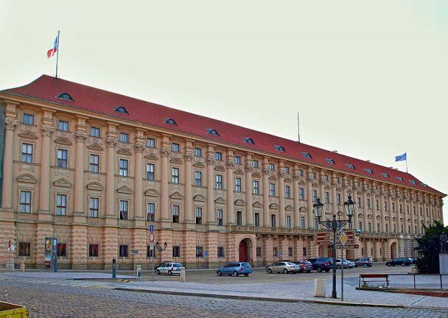 Новый глава МИД Чехии обсудит ситуацию в отношениях с Россией с послом РФ