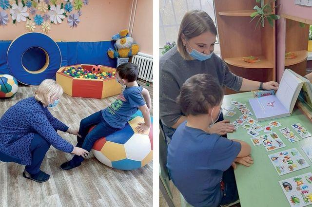 Часто в Комплексный центр обращаются родители детей с ограниченными возможностями здоровья. Мальчикам и девочкам там помогают развить речь, восприятие, память, внимание, мышление, воображение, мелкую и общую моторику.