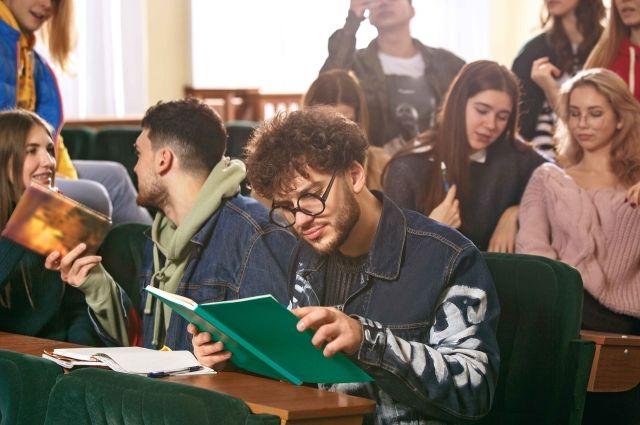 Молодёжь может выбрать из множества направлений и специальностей.
