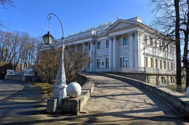 В следующем году памятнику классицизма будет 200 лет.