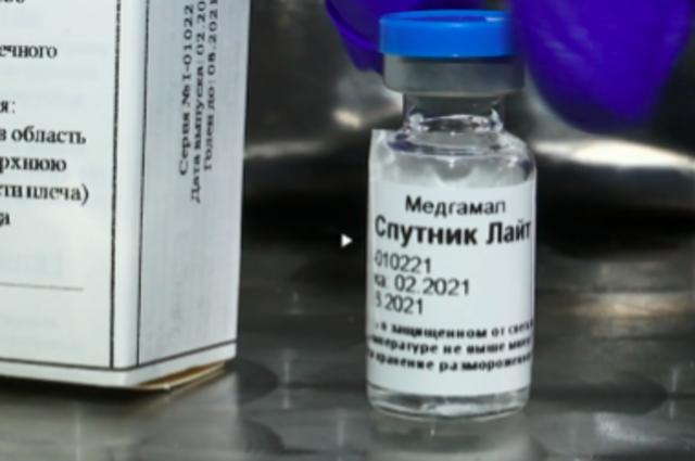 Мантуров заявил, что «Спутник Лайт» могут зарегистрировать в мае