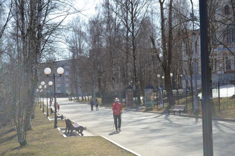 Пешеходная часть парка им.Кирова.