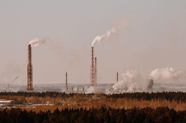Жители частного сектора в Новотроицке заметили необычные осадки вблизи заводов.
