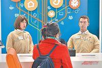 Будущее уже наступило – сотрудники московского МФЦ «Щёлковский» человекоподобные роботы Даша и Алекс консультируют посетителей.