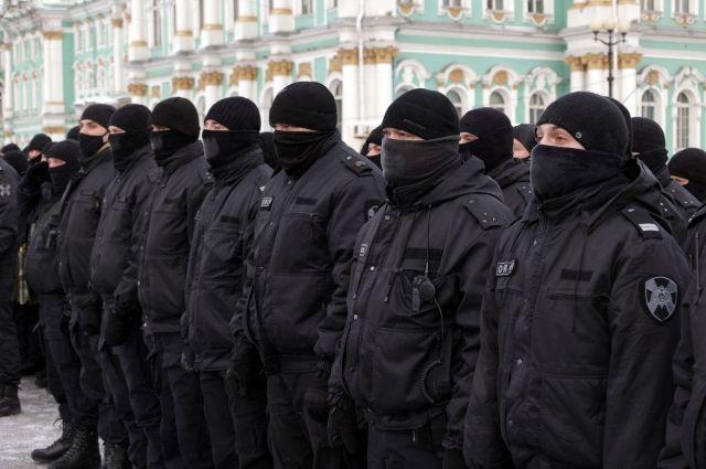 Перед началом акции протеста силовики перекрыли Дворцовую площадь