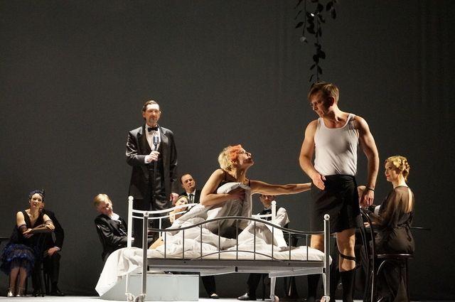 Брянский драматический театр приглашает на премьеру «Рассказы циника»