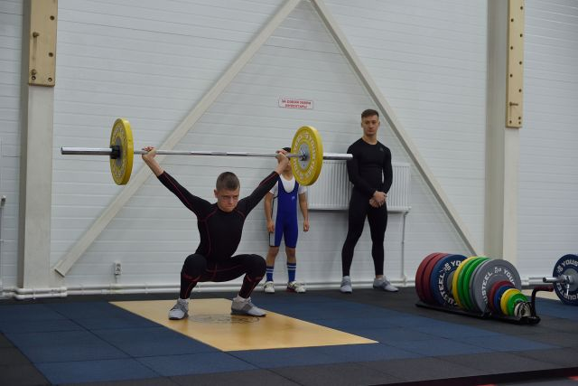 Тяжёлая атлетика пользуется популярностью среди подростков.