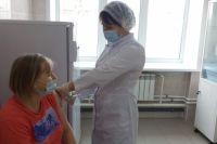 В регионе работают 129 стационарных и 50 мобильных прививочных пунктов.