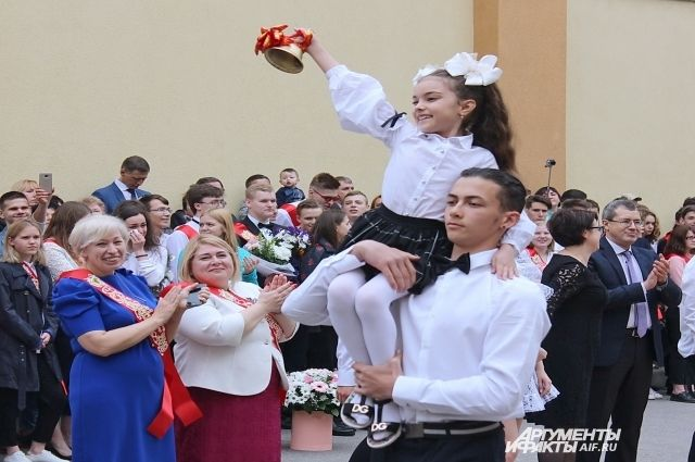 Последние звонки в школах Оренбуржья пройдут 22 мая в очном формате.