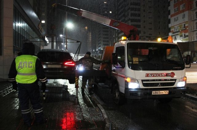 Четверо автовладельцев успели оплатить штраф и переставить автомобили.