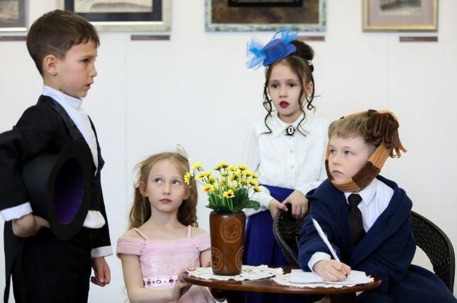 Дети уверенно держались на сцене как настоящие артисты.