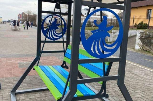 На променаде в Зеленоградске появился кот-сёрфер