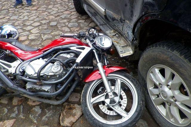 В СНТ «Вишневый сад» автомобиль столкнулся с мотоциклом