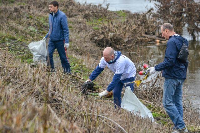 На некоторых территориях уборка будет проходить до конца мая.