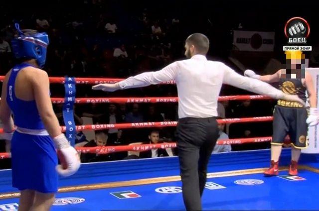 Внезапная остановка боя и отсчёт нокдауна вызвали недоумение и у бойцов, и у зрителей