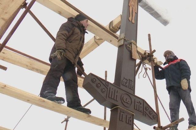 В Оренбурге установили и освятили крест на могиле 33 растрелянных священнослужителей.