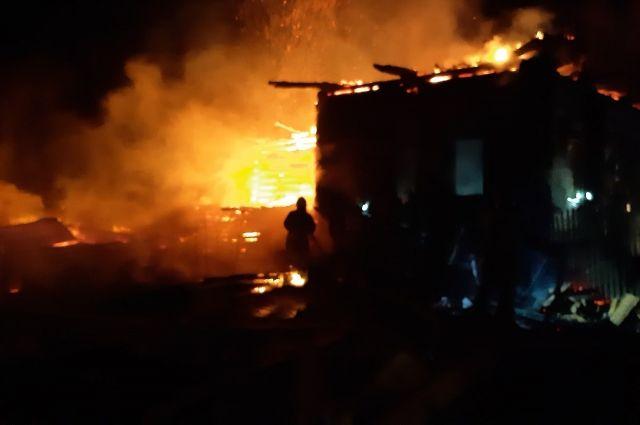 Сгорел дом в деревне.