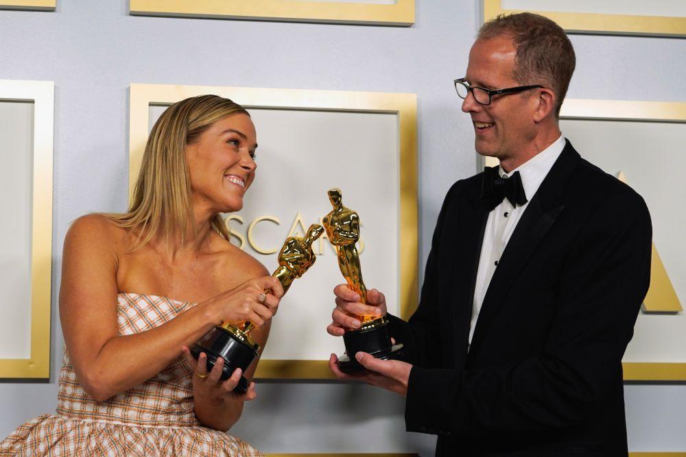 В номинации «Лучший анимационный фильм» победил мультфильм «Душа» (Soul). На фото: продюсер фильма Дана Мюррэй и режиссёр Пит Доктер.