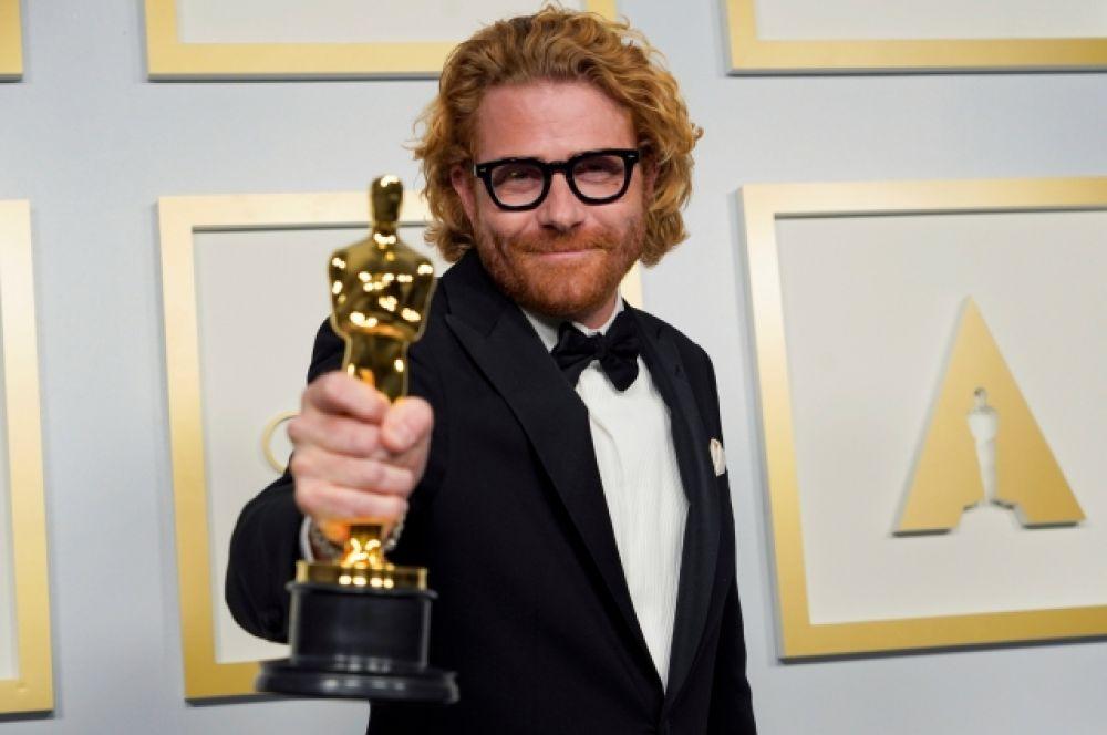 Эрик Мессершмидт победил в номинации «Лучшая операторская работа». Фильм-биография «Манк» (Mank) с Гари Олдманом в главной роли.