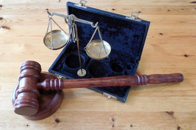 Суд частично удовлетворил иск мотоциклиста о возмещении ущерба.
