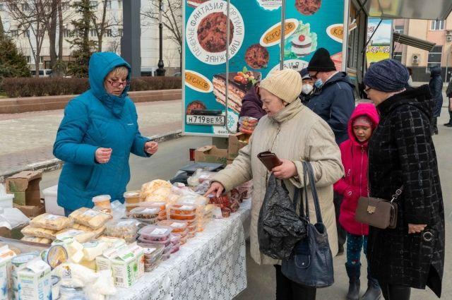 Ярмарка на площади Ленина