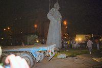 Демонтаж памятника Ф. Э .Дзержинскому наплощади Дзержинского вМоскве (ныне Лубянской) был осуществлен пораспоряжению Моссовета вночь на23августа 1991 года, после неудавшегося государственного переворота ГКЧП.