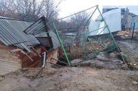 Провал в Караулове лишил людей постоянного жилья.