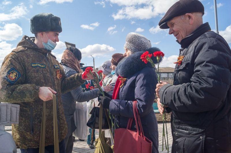 Цветы и подарки детям войны.