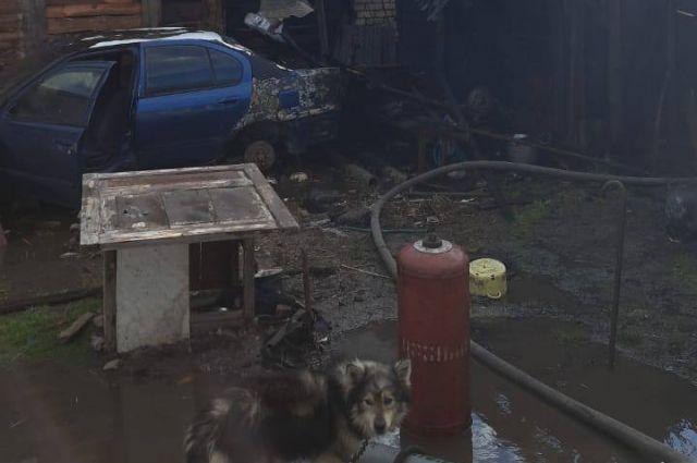 В Балашове горели дом, сарай и автомобиль