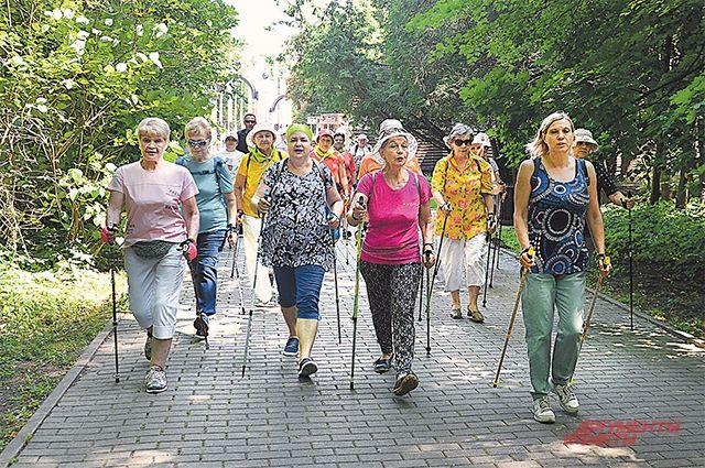 Скандинавская ходьба полезна и зимой и летом людям любого  возраста.