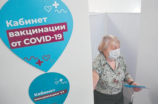 Приз за вакцинацию. Пенсионеры с прививкой получат подарок на 1 тыс. рублей