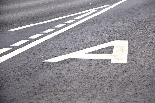 Штрафовать с 1 по 10 мая водителей не будут, так что они смогут спокойно двигаться по 21 выделенной полосе.